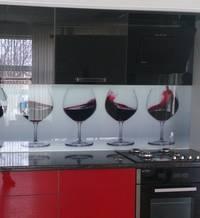 Стеклянные фартуки – новинка в сфере кухонного оснащения